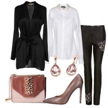 Outfit Leggings ricamato e camicia bianca