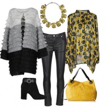 Outfit Sfumature di grigio & giallo sole