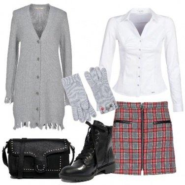 Outfit Mini scozzese a anfibi
