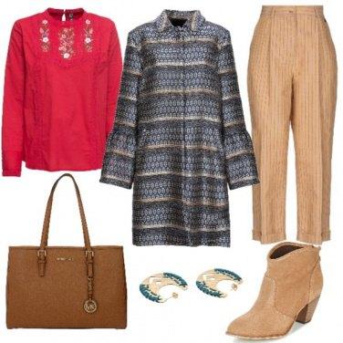 Outfit Pantaloni a righe e stivaletti