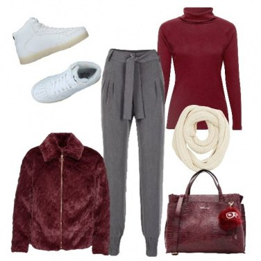 Outfit Ovunque in sneakers