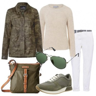 Outfit Giaccone camouflage e sneakers Hilfiger