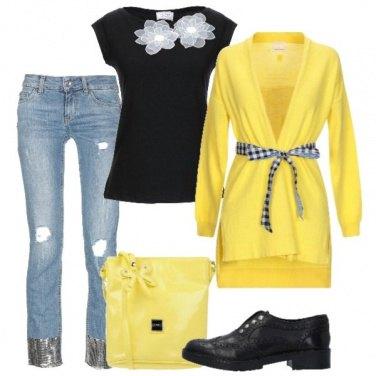 Outfit In ufficio in giallo