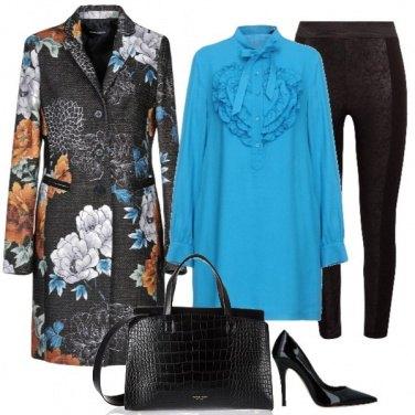 Outfit La camicia azzurra e il cappotto a fiori