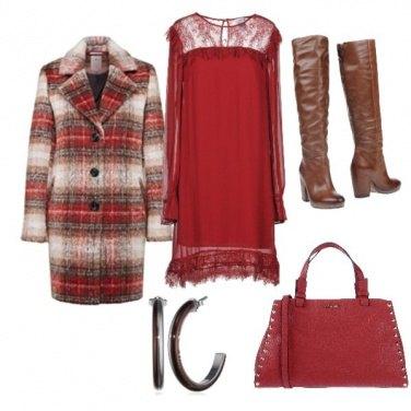 Outfit Abito romantico e cappotto a quadri