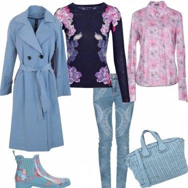 Outfit Stivaletti azzurro e fiori di pesco