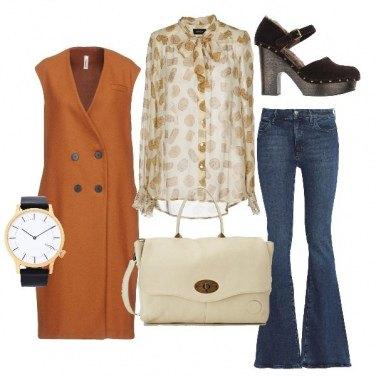 Outfit Jeans svasato, maxi gilet e zoccoli