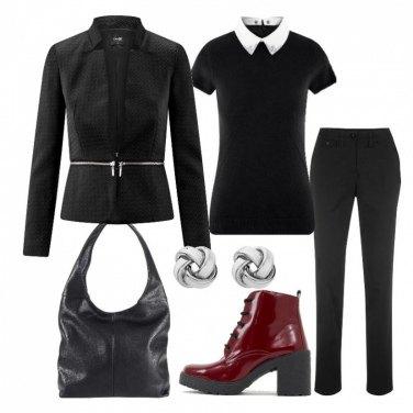 Outfit Tutto nero e anfibio bordeaux