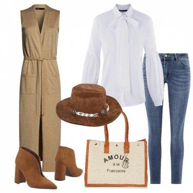 Outfit Jeans push up camicia e gilè lungo