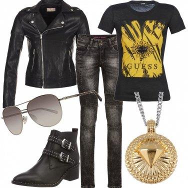 Outfit Rock con dettagli dorati