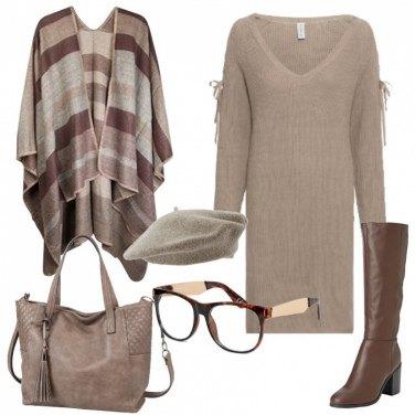 Outfit Vestito in maglia e mantella