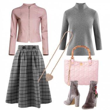 Outfit Splendida in rosa e grigio