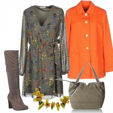 Outfit Vestito fiorato giacca arancione