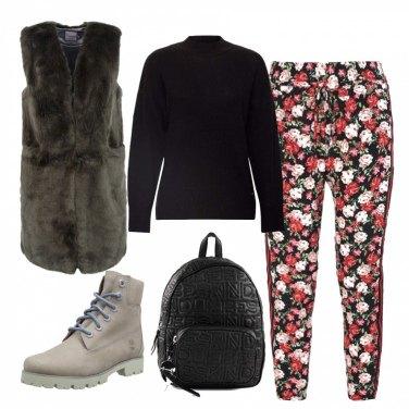 Outfit Pantaloni floreali