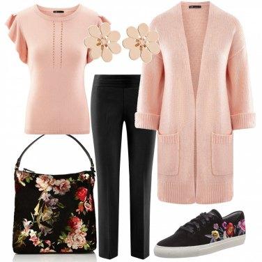 Outfit Fiori e rosa pesca