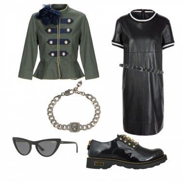 Outfit Un teschietto dal sapore militare