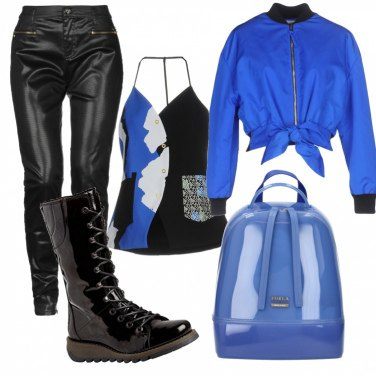 Outfit Nero e blu elettrico