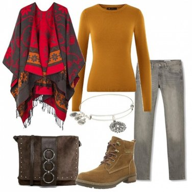 Outfit Con la mantella in fantasia etnica