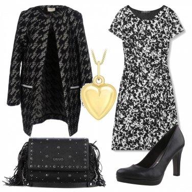Outfit Inverno bianco e nero con un tocco oro