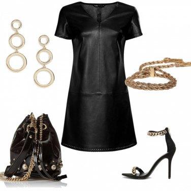 Outfit Pelle e accessori oro