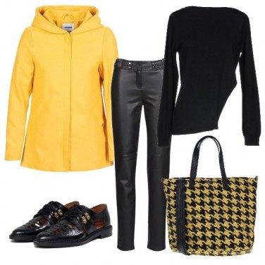 Outfit Cappotto giallo: una scelta di stile
