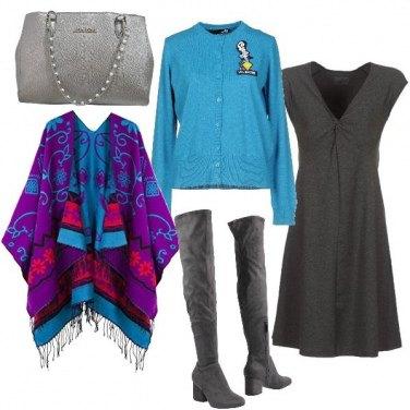 Outfit Abito svasato, mantella e tacco comodo
