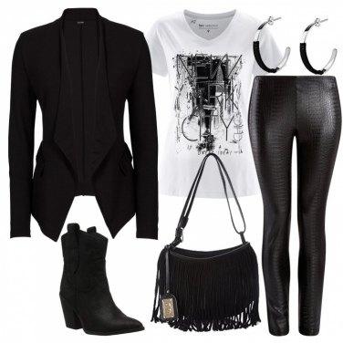 Outfit Pelle tipo pitone per il leggings nero