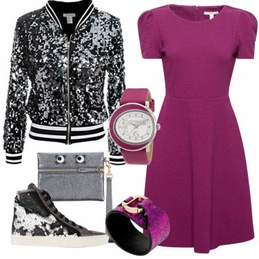 Outfit Trendy fra paillettes e fucsia intenso
