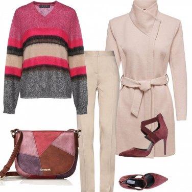 Outfit In ufficio con la maglia a colori