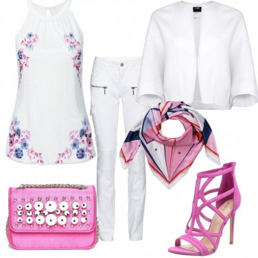 Outfit Trendy in bianco e rosa acceso
