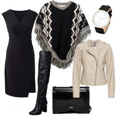 Outfit Chiodo e poncho sovrapposti