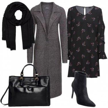 Outfit Cappottino in maglia e abito a fiori