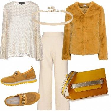 Outfit Giallo, beige e oro