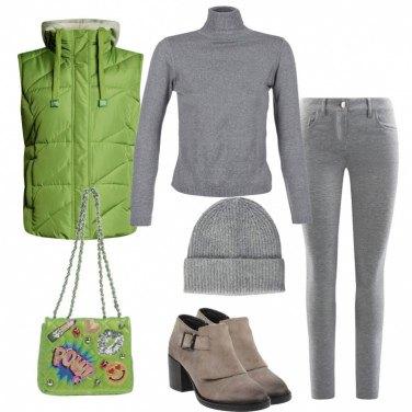 Outfit Grigio e verde acido