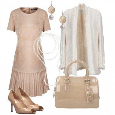 Outfit Armonia tra pelle e perle