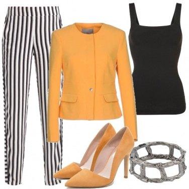 Outfit Ocra e righe
