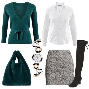 Outfit Minigonna e borsa in ecofur