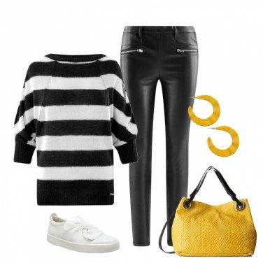 Outfit Nero e bianco e un tocco di sole