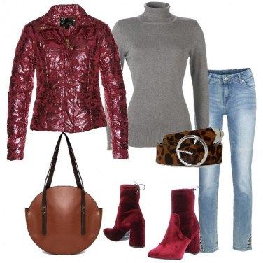 Outfit Piumino con fantasia lucida e jeans