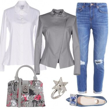 Outfit Ballerine e jeans con strappi