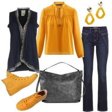 Outfit Blusa abbinata alle sneakers