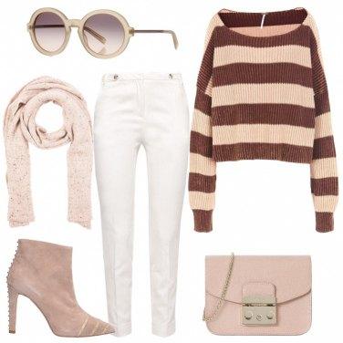 Outfit Toni di beige e bianco
