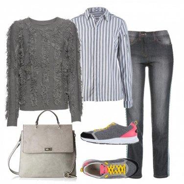 Outfit Il tocco di colore con le sneakers