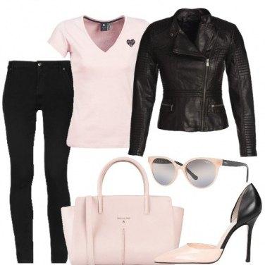 Outfit Rosa e cuore nero