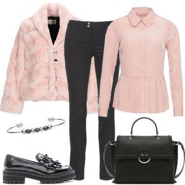 Outfit Tocco di rosa in ufficio