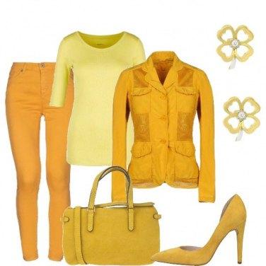 Outfit Giornata con giallo
