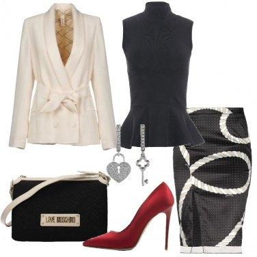Outfit Nero e avorio con décolleté rossa