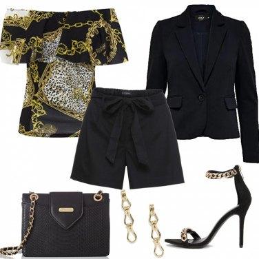 Outfit Short e catene dorate