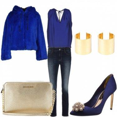 Outfit Blu elettrico e perle