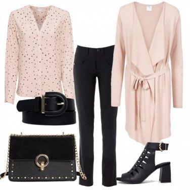 Outfit Rosa e nero per il lavoro